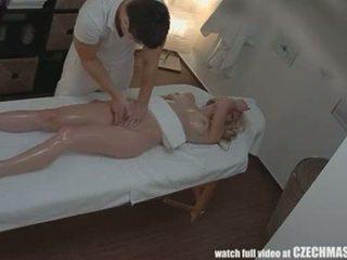 Чешки масаж анално блондинки