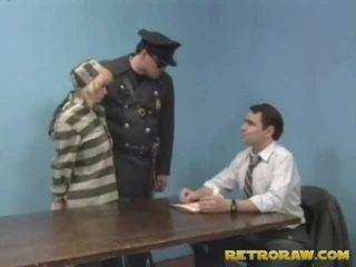 Menggerudi oleh beliau lawyer