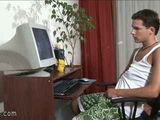 B-y guardare gay video e stroking spento