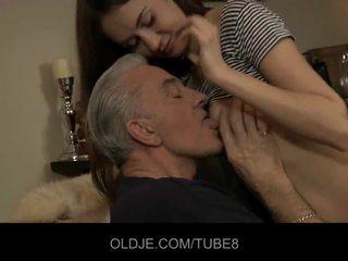 Teeny babe having anal seks dengan tua guy
