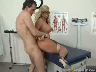 Agyz açdyrýan uly emjekli blondinka doktor getting her amjagaz fucked hard