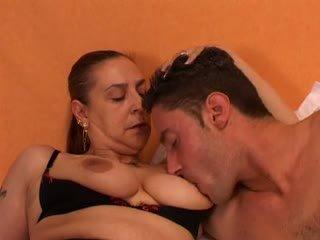 Bunicuta gives o sex lesson pentru ei tineri lover: gratis porno 66