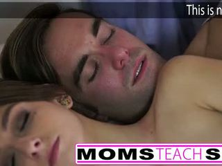 Nxehtë mami dhe hap bir qij i ri e dashura