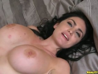 Brilliant bigtitted anziano london jolie