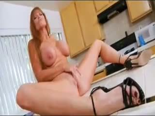 Seksi milf dalam yang dapur
