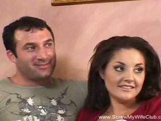 Brunette swinger milf fucks nieuw man