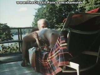 Oud man fucks younng retro dame
