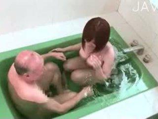 japonec, velká prsa, sprcha