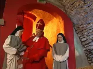 Priest teaches nuns как към майната с играчка видео