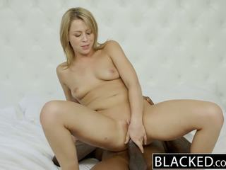 Blacked overspel blondine gf zoey monroe barely takes bbc in haar bips