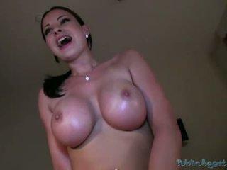 Seksi bintang pornografi abbie gets alat kemaluan wanita pounded