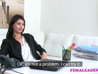 Femaleagent agent fucks hot onanering modell med stor dildo