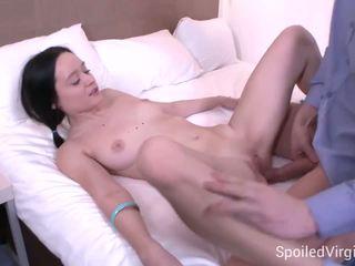 Spoiled virgins - doktor confirms da ona je a virgin