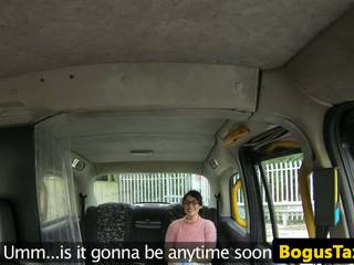 Squirting taxi brit geneukt door bogus cabbie: gratis hd porno 53