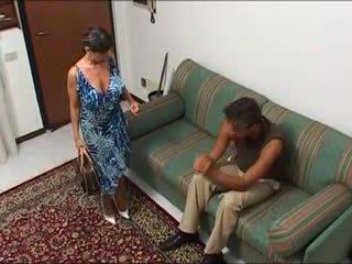 Une Maman demonter par son mec et son fils