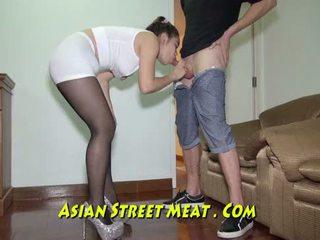 بالسلاسل فوق podgy الآسيوية piglet