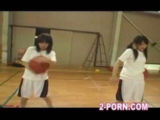 Jap skolniece basketbols prakse 01