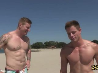 Two hunks men gets anaal destroyed