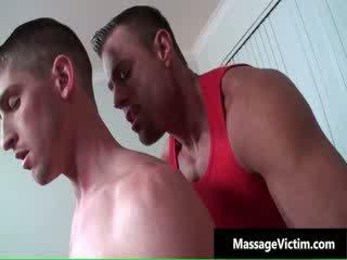 Chaud et en chaleur dude gets la massage