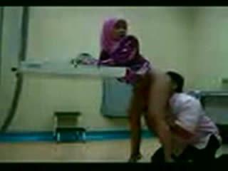 Arab hijab गड़बड़ पर उसकी gynecologist वीडियो