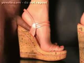 Branlette Avec Chaussures