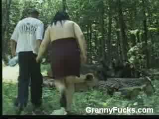 Bigtit mai mari femeie gives lovitură muncă