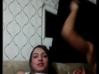 Turkiska tgirls spelar med varje andra på klotter
