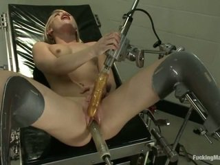 Ash hollywood gets robotic צעצוע ב the clinic
