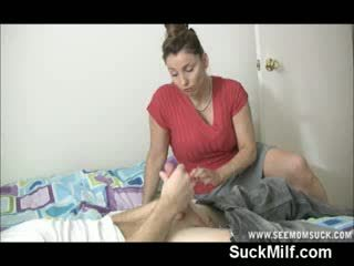 Milf con grande poppe gives testa e swallows