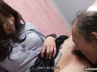 늙은 사람 이다 eating 그 젖은 털이 많은 비탄 고양이 올라: 고화질 포르노를 41