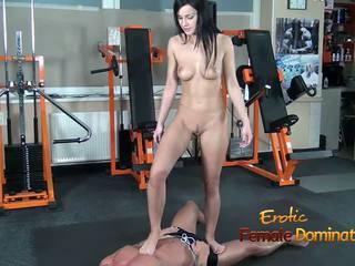 Abbie cat tramples pe sclav în jeans apoi nud: hd porno b8