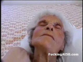Senile wrinkled vecmāmiņa gives minēts un ir fucked līdz devian