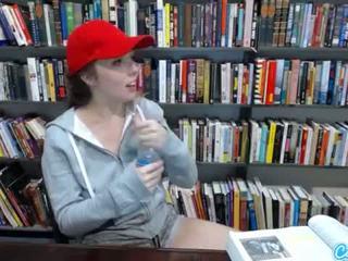 Thiếu niên latina trong công khai thư viện hiển thị off cô ấy to tits và massaging cô ấy âm hộ