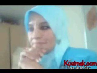 Arab hijab prasica na spletna kamera prikazuje ji prsi in pus