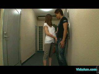 Warga asia gadis giving menghisap zakar pada yang corridor getting beliau payu dara rubbed pada yang katil dalam yang bilik