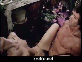 Retro porno film met lots van harig poesje