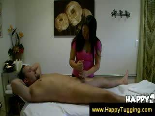 Aziýaly masseuse kiwi lee pleases customer