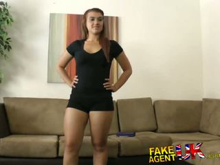 Fakeagentuk thick midget kontol fucks and cums all over piss taking brunette