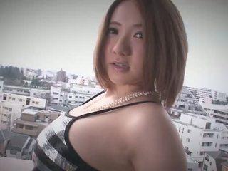 Alice ozawa gives sebuah jepang mengisap penis dan fucks two guys