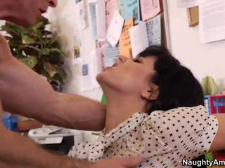 Bobbi receives iedīdītas pie darbs