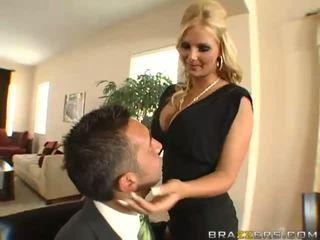 Pārsteidzošās krūtainas blondīne sieva ar liels pakaļa gets pakaļu toyied ar a stikls dildo