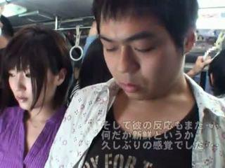 Publiek bj onto de bus rond heet japans milf.