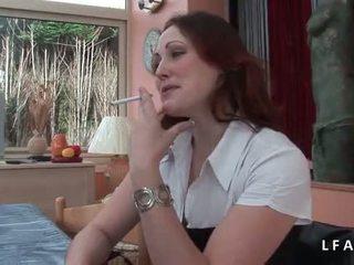 Jolie rousse francaise se fait defoncer le petit cul avant un bon 얼굴의