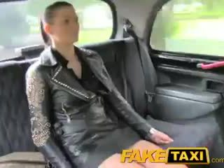 Faketaxi brunette club hostess en pognon dilemma