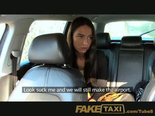 Faketaxi kuuma budapest tyttö sisään taxi airport suihinotto
