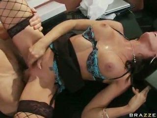 Zoçkë në erotik të mbathura having xxx në punë