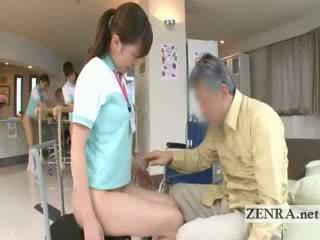 Küpsemad patsient licks jap nurses vitt ja pärak