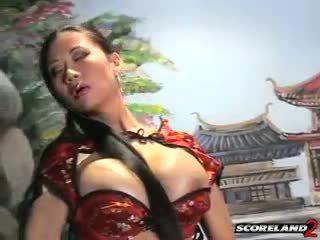 Ein vollbusig asiatisch die wirklich lassen sie haar nach unten