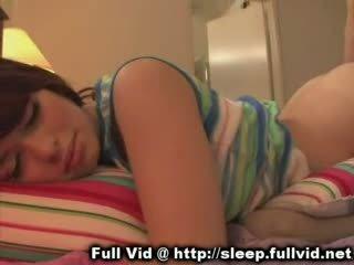 Tidur remaja air mani pada muka /facial