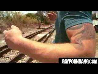 আন্তবর্ণ উপর railroads